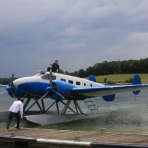 Un hydravion destiné à Pairi Daiza amerit sur Le Lac de l'Eau d'Heure