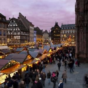 Strasbourg. Marche_de_Noel_place_de_la_Cathedrale_3_-_Christophe_Hamm_OTSR_539b1d9fb5a1c84e86a217e72f166bf7