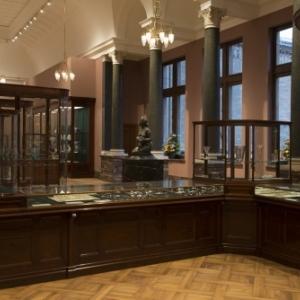 La joaillerie Wolfers Frères, dessinée et conçue par l'architecte Victor Horta au Musée du Cinquantenaire à Bruxelles.