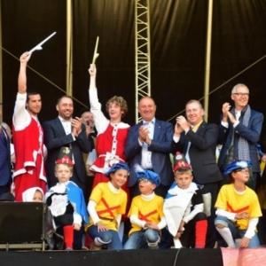 """Entre l ancien, J. Willemart, et le nouveau, E. Adam, Presidents du """"CCW"""", un podium de prestige"""