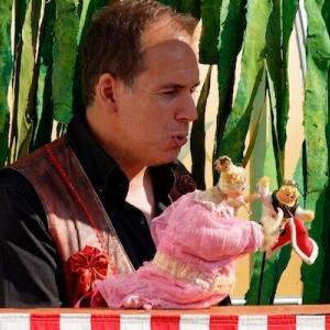 """""""Florian le Magnifique"""" et ses marionnettes, animees par Fahem Abes"""