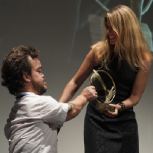 """Jordan Prentice, recevant le """"Grand-Prix du Jury"""", et Virginie Delalande (c) Marie-Christine Paquot/""""EOP"""""""