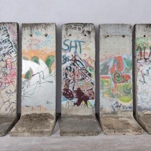 """Les cinq segments du """"Mur de Berlin"""", proposes aux visiteurs de la (c) """"BRAFA"""""""