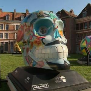 """A l exterieur du """"Musee de l Hospice Comtesse"""", pres de l Avenue du Peuple Belge"""