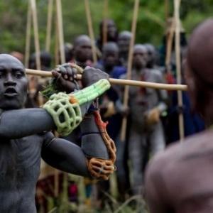 """Le """"donga"""" des Surmas, en Ethiopie"""