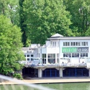 """La """"Villa Consulaire"""", en bord de Meuse, avec ses bar a Champagnes et restaurant gastronomique"""