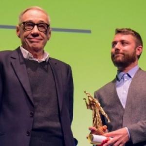 """Remise du """"Bayard d Or du meilleur Film"""", par Andre Techine, President du Jury officiel (c) """"La Libre"""""""