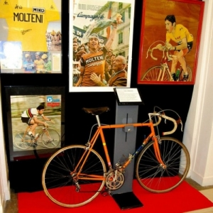 "Eddy Merckx ""forever"", en jaune durant 111 etapes (96 jours), record absolu au ""Tour de France"""
