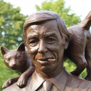 """""""Herge"""" et son chat sculptes par Tom Frantzen (c) Jean-Jacques Procureur"""