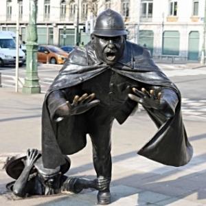 """Inspire par l Agent 15""""  de """"Quick et Flupke"""", le """"Vaartkapeon"""" (""""Gamin du Canal""""), a Molenbeek-St.-Jean (c) T. Frantzen"""