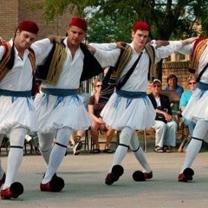 Danser le « sirtaki », en Grèce