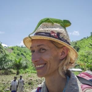 """Anne Laudisoit (""""Mbudha, sur Les Traces  Chimpanzes"""") (c) Caroline Thirion"""