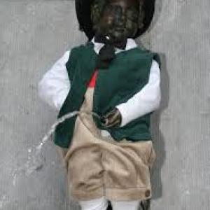 """Belgique: """"Masuis et Cotelis Jambois"""" (Costume offert au Manneken-Pis (c) """"Masuis.be"""")"""
