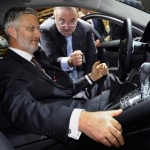 """SAR le Roi Philippe, au volant d une """"Porsche Panamera"""" (c) Benoit Doppagne/""""AFP"""""""