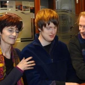 """Claire et Luc Boland, entourant leu fils, Lou (c) """"La Nouvelle Gazette"""""""