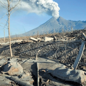 """Volcan Merapi, Enfer et Paradis"""