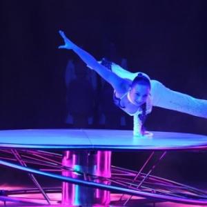 Asia Perris (Italie) presentant son numero d equilibre sur les mains (c) Nicolas Kabir