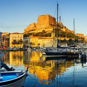 "u pied de sa citadelle, la marina de Bonifacio (c) ""Getty Images"""