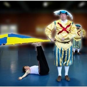 """Deux """"Alfers"""" au """"Theatre Royal"""", dans un spectacle du """"Jeune Ballet de Namur"""" (c) Vincent Cochain"""