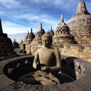 En Indonesie, a Borobudur, sur l ile de Java