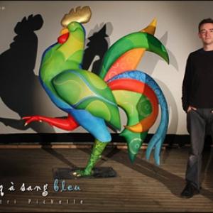 """L Artiste et son """"Coq a Sang bleu"""" (c) Dimitri Pichelle"""