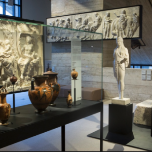 "Une interessante collection permanente d antiquites (c) ""Musee L"""