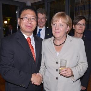 Steve Zhao et Angela Merkel