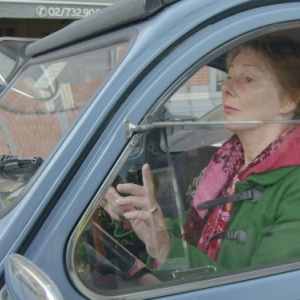 """Anne Gruwez en 2 CV, dans """"Ni Juge, ni Soumise"""""""