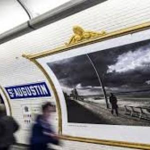 "Dans les stations du metro parisien / Photos : (c) Harry Gruyaert/""Magnum Photos"""