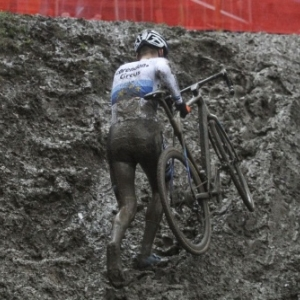 """elon les conditions climatiques, le bain de boue est toujours possible (c) """"cxmagazine.com"""""""