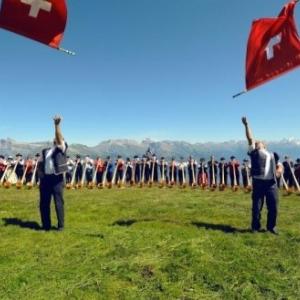 """Des lanceurs suisses en action dans leur superbe decor alpin (c) """"Amo-Games"""""""