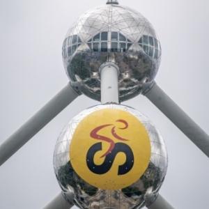 Logo geant (15 m x 15 m) sur l Atomium (c) Eric Danhier