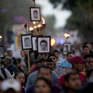 """""""Ayotzinapa, el Paso de la Tortuga"""" (Enrique Garcia Meza)"""