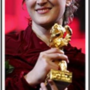 4:En 2006, l ours d or etait attribue a la Bosniaque Jasmila Zbanic pour son film Grbavica