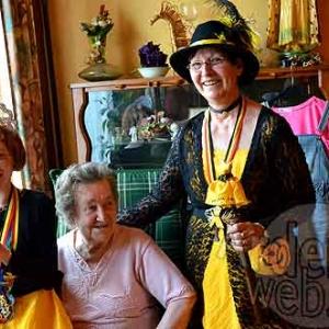 Viviane 1ere Reine du Carnaval du soleil 2012, dans sa maison paternelle - photo- 7902