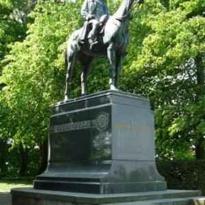 Cassel : Statue equestre du Marechal Foch. Il dirigea les combats depuis cette ville