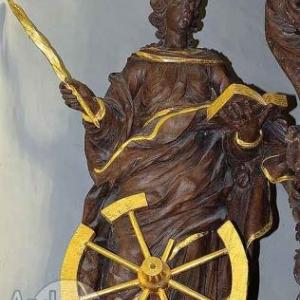 Sinte Catrine avou s'rouwe (statue dans le choeur de Ste-Catherine Houffalize ph J.-M Lesage)