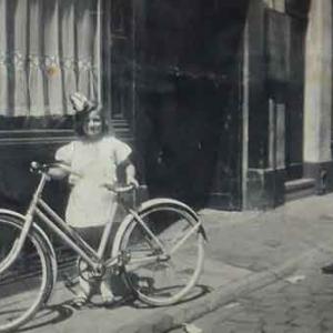 Marie-Elise artiste peintre-Anvers 1940