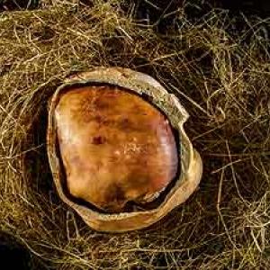 photo de  JP Gabriel: un jambon cuit au foin dans du pain