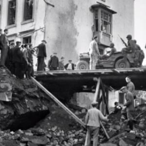 """""""Houffalize se souvient"""" . Pont route de Liege le 11 septembre 1944"""