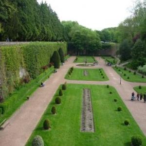 St Omer : le magnifique jardin public qui a ete amenage a la fin du 19eme siecle dans la seule partie des remparts conserves a cet effet lors de leur demantelement
