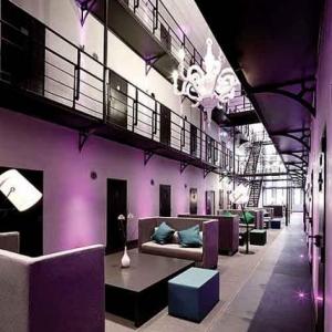 weekendesk,arresthuis, prison