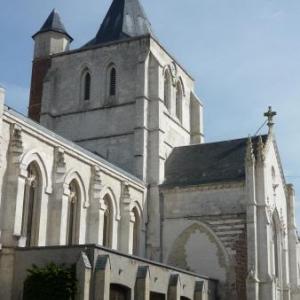 Ardres : eglise gothique ( 1503 ) abritant la statue de ND de la Grace.