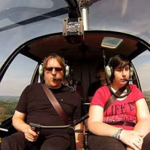 Caroline Mostade en helico avec moto Kaiser-11
