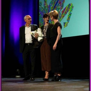 Audrey Tautou entouree de Jean-Louis Close et Nicole Gillet