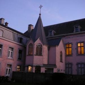 L'arriere du chateau et la chapelle