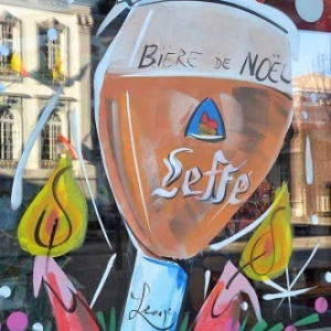 peinture du verre de Leffe sur la porte