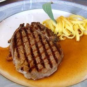 Dégustez de la viande de boeuf des réserves naturelles du Luxembourg.