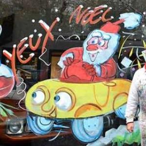Jean-Marie Lesage et une vitrine de Noel - photo 4731