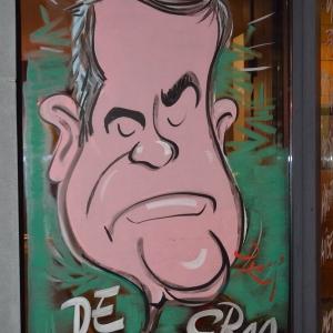 caricature de Alexandre de Croo sur les vitrines peintes pour NOEL par Jean-Marie Lesage